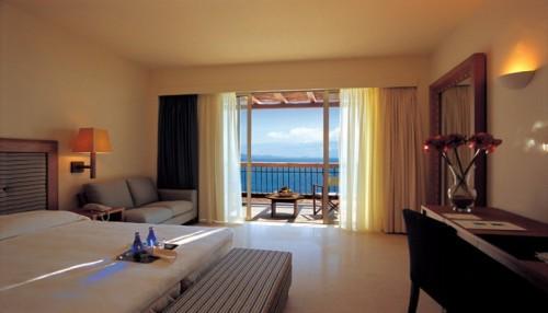 28η Οκτωβριου στη Λευκαδα, στο 5 αστερων Ionian Blue Hotel Bungalows & Spa Resort! Απολαυστε 3 ημερες / 2 διανυκτερευσεις KAI για τα 2 Άτομα ΚΑΙ ενα Παιδι εως 12 ετων με Ημιδιατροφη (Πρωινο σε Μπουφε & Βραδινο), σε Superior δικλινο δωματιο με Θεα στη Θαλασσα, μονο με 169€ απο 340€ ( Έκπτωση 50%)! Ελευθερη χρηση της Εσωτερικης Πισινας, της Saunas, του Γυμναστηριου και 20% Έκπτωση στις Θεραπειες Spa! Παρεχεται Early check in στις 10:00 και Late check out στις 18:00 για να απολαυστε 3 γεματες ημερες πολυτελειας στη Λευκαδα! Υπαρχει δυνατοτητα επιπλεον διανυκτερευσης!