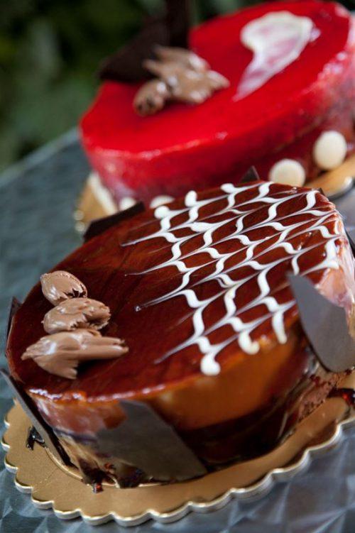 Μοναδικες Γευστικες Γλυκιες Απολαυσεις με Αγνα Υλικα και ιδιαιτερες Συνταγες με την μοναδικη Υπογραφη Ποιοτητας και Γευσης του Ζαχαροπλαστειου La Baguette! Μολις 8,5 ευρω για Μια (1) Ολοφρεσκη & Απολαυστικη Χειροποιητη Τουρτα, με Επιλογη αναμεσα σε Πεντε (5) Μοναδικες Γευσεις (Μπισκοτινο, Σοκολατινα, Σοκολατα-Φραουλα, Σοκολατα-Καραμελα, Oreo Cookie)…που θα σας ενθουσιασουν!