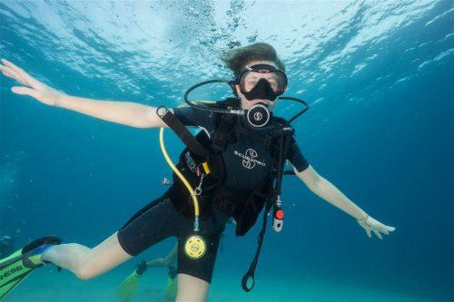 Mυηθειτε στα Μυστικα των Καταδυσεων και γνωριστε τη Συναρπαστικη Ομορφια του Υποβρυχιου Κοσμου απο τους Καταξιωμενους και Πεπειραμενους Εκπαιδευτες της Σχολης Εκμαθησης Καταδυσεων NGUE Diving Group (Northern Greece Underwater Explorers) στην Μαγευτικη Σιθωνια, στην Χαλκιδικη! Μολις απο 39 ευρω για Ένα Ολοκληρωμενο Τριωρο Προγραμμα Καταδυσης που περιλαμβανει Μια Καταδυση Γνωριμιας (Try Scuba) για Ένα η Δυο η Τρια η Τεσσερα Άτομα, με Ενημερωση & Πρακτικη Προετοιμασια & Παροχη Καταδυτικου Εξοπλισμου & Υποβρυχια Επαγγελματικη Φωτογραφηση & Βιντεοσκοπηση & Παραδοση του Υλικου…για να κρατησετε ζωντανη για παντα την πιο συναρπαστικη φετινη Περιπετεια σας!