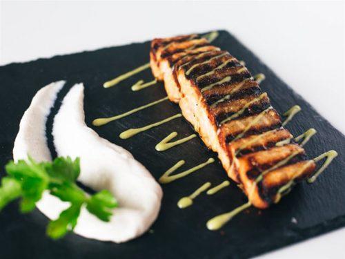 Πληρες γευμα η δειπνο 2 ατομων με υπεροχες γευστικες προτασεις της παραδοσιακης κουζινας και πεντανοστιμους μεζεδες που επιμεληθηκε ο σεφ Δημητρης Παμπορης
