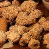 Διπλη γευστικη απολαυση! Τσουρεκι ταχινι και νηστισιμα κουλουρακια, απο την διεθνως αναγνωρισμενη εταιρειαBiscotti Tsoungari σε2σημεια της πολης!