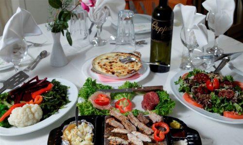 Γευμα η δειπνο 2 ατομων με μεγαλη ποικιλια κρεατικων ψημενα απο εσας σεπυρακτωμενη πετρα Λατινικης Αμερικης!