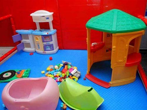 Εισοδος στον παιδοτοπο με χυμο, τοστ, κρουασαν για το παιδι και ροφημα για τον συνοδο