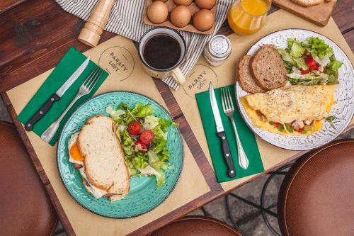 Απολαυστικο και απεριοριστο ατομικο Πρωινο ηBrunch& Café σεΚυριακατικο μπουφεσε ενα ατμοσφαιρικο περιβαλλον με ζεστη φιλοξενια, στα Λαδαδικα!