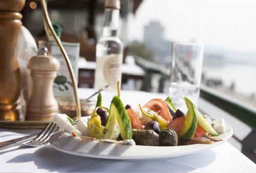 Πληρες γευμα η δειπνο 2 ατομων με μοναδικη θεα στο Θερμαικο και τον Λευκο Πυργο