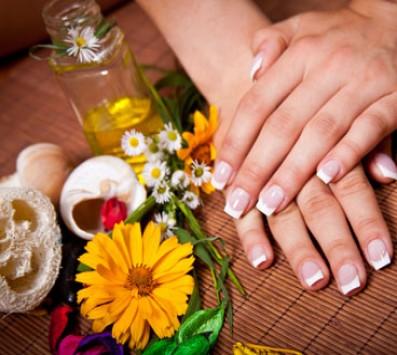 Manicure Ημιμονιμη Βαφη + Αποτριχωση Άνω Χειλους   Σχηματισμο-Καθαρισμο Φρυδιων - Spa Manicure+Spa Pedicure Χαιδαρι - 8€ για ενα Manicure με Ημιμονιμη Βαφη ΚΑΙ μια Αποτριχωση Άνω Χειλους με κερι η ενα Σχηματισμο-Καθαρισμο Φρυδιων η 10€ για ενα Pedicure με απλη Βαφη ΚΑΙ μια Αποτριχωση Άνω Χειλους με κερι (Έκπτωση 60%), απο το Studio τεχνητων νυχιων «Nails Center» στο Χαιδαρι!!!
